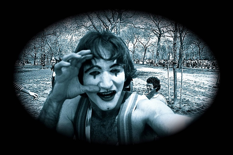 Mimes performing in Central Park